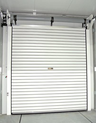 Portes enrollatbles la porta enrotllable que utilitzem més habitualment està fabricada amb lama d'alumini perfilada de 75 mm. de cobertura total. Aquest perfil pot anar farcit d'escuma de poliuretà podent-se combinar amb lames d'extrusió amb finestres o ventilació. Molt apropiat per a garatges individuals. Els models LP 75 EC / ECT estan fabricats amb lama d'alumini d'extrusió.