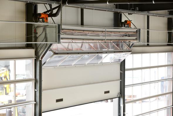 Las puertas seccionales industriales de Portes Bisbal, S.L. - Angel Mir son puertas versátiles, que por su diseño y construcción pueden adaptarse con seguridad y elegancia a los más variados estilos arquitectónicos y a las condiciones de uso más exigentes.