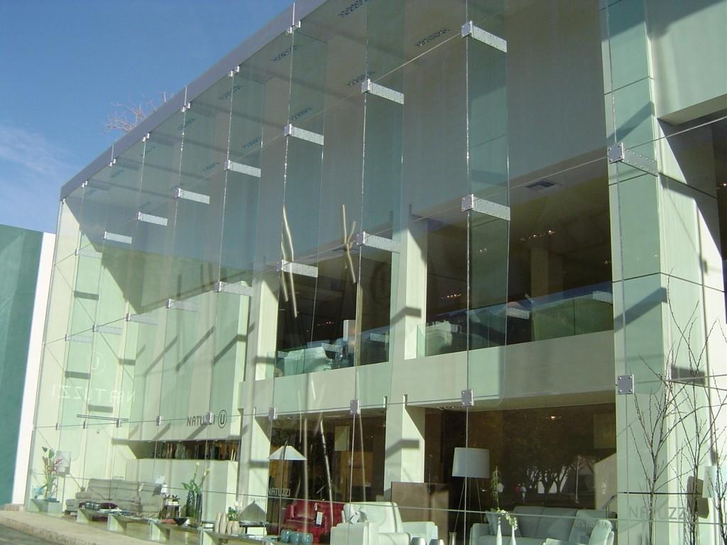 PORTAND. La nostra empresa es dedica al muntatge, i/o automatització de tot tipus de portes per a botigues a Andorra, també portes d'habitatge particular com de comunitats o industrials, fem manteniments de pàrquings comunitaris, col·locació de barreres, serralleria, reparacions... Fem instal·lació portes basculants, portes corredisses, portes batents, portes enrotllables, de tots els materials i acabats tals com el ferro, ferro galvanitzat, ferro Korten, el ferro lacat, la fusta, l'alumini, el PVC... També som instal·ladors de portes secciona'ls, una porta cada vegada més estesa en el nostre mercat per les grans avantatges d'espai i el seu disseny, instal·lació i manteniment de barreres automàtiques per controls d'accessos, de portes de vidre automàtiques per botigues, farmàcies, restaurants, hotels i llocs d'ús públic... En els nostres productes, intentem reflectir-hi tots els nostres anys d'experiència, sobretot volem donar la màxima qualitat en el servei ofert.